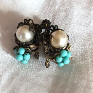 Vintage Faux Pearl/Floral Clip On Earrings